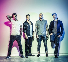 HEDLEY SIGNS TO CAPITOL RECORDS